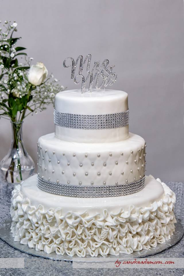 Halifax, Beaverbank, NS, Nova Scotia, wedding, photography, photographer, images, image, photo, photos, kinsac center, bride, groom, rcmp regalia, cake